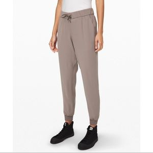 On the Fly Joggers